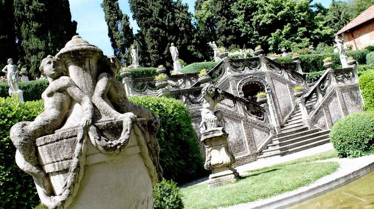 19_VillaSommiPicenardi_Giardino-Italiana_scalinatastatue