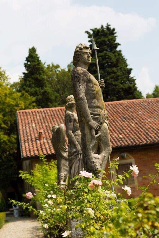 19_VillaSommiPicenardi_Giardino-Italiana_statue