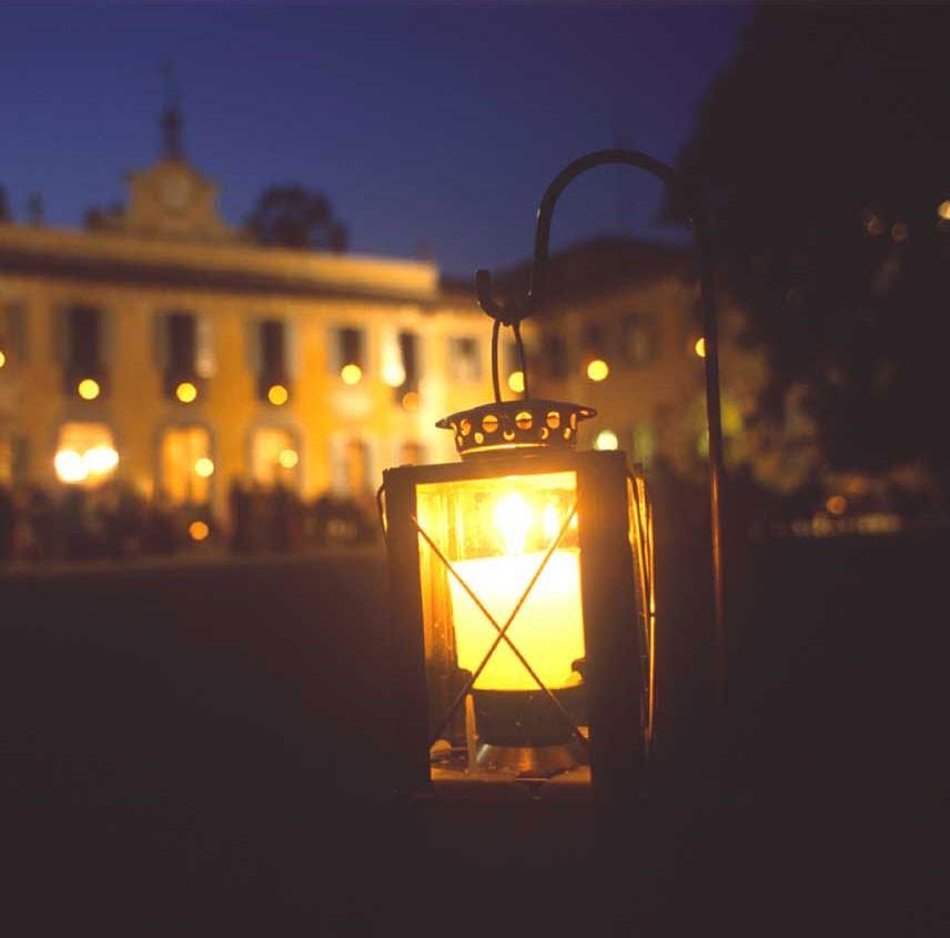 20_VillaSommiPicenardi_Giardino_Eng-lanterna