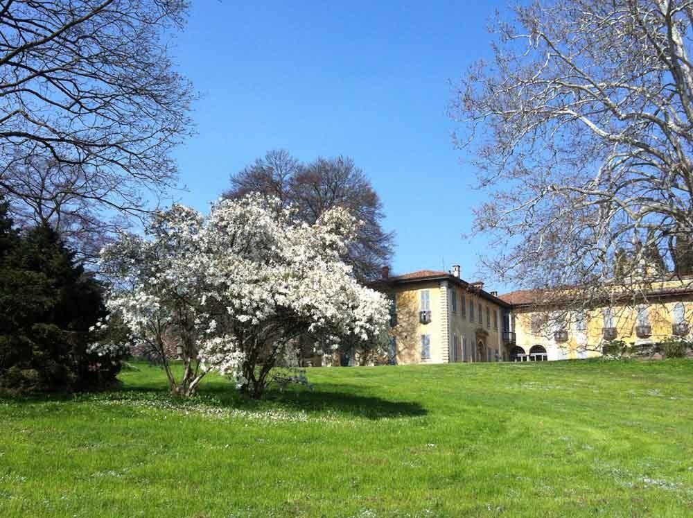 20_VillaSommiPicenardi_Giardino_Eng-primavera