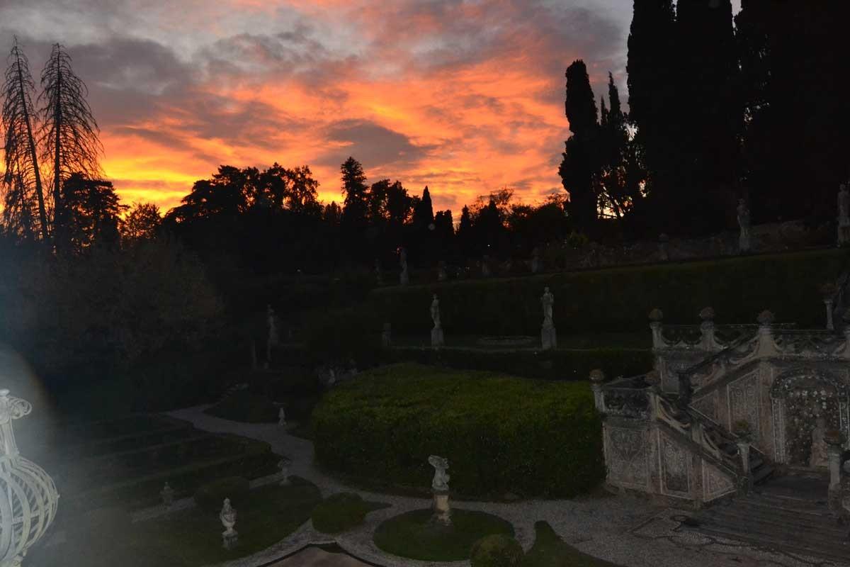 19_VillaSommiPicenardi_Giardino-Italiana_tramonto
